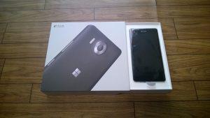 Lumia 950 のパッケージ