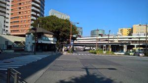 高島町交差点と高島交番
