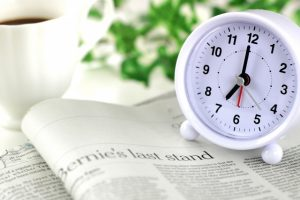 時計と新聞