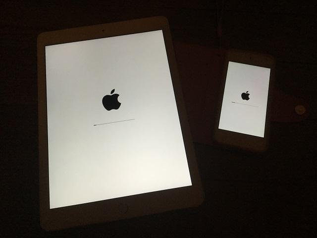 iPad Air 2 と iPod touch 6 のアップデートの様子