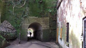 構造物とトンネル