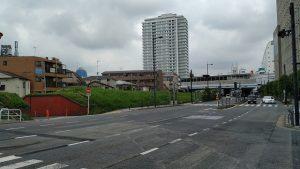 堤防と陸閘と二子玉川駅
