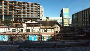 旧駅舎が見える